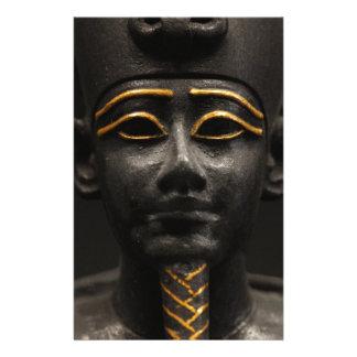 "Estatua egipcia de Osiris Folleto 5.5"" X 8.5"""