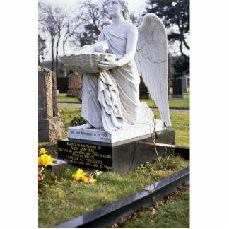 Estatua en el cementerio, Inverness, Escocia Fotoescultura Vertical