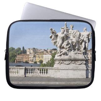 Estatua en Ponte Vittorio Manuel II, Roma, Fundas Computadoras