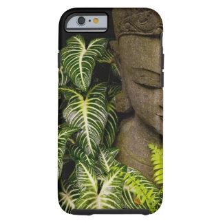Estatua en un jardín: Chiang Mai, Tailandia Funda De iPhone 6 Tough