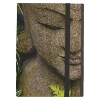 Estatua en una información de ubicación del jardín
