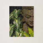 Estatua en una información de ubicación del jardín puzzle con fotos