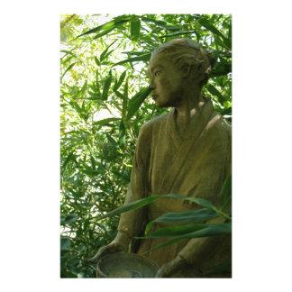 Estatua japonesa del jardín  papeleria