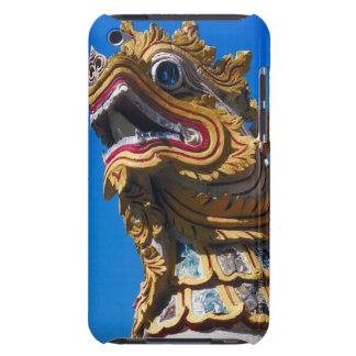 Estatua multicolora del dragón en los Di de Wat Du iPod Touch Case-Mate Cárcasas