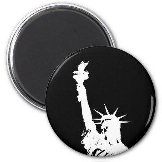 Estatua negra y blanca de arte pop de la silueta imán redondo 5 cm