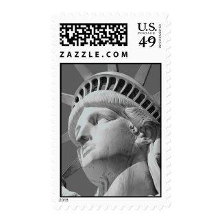 Estatua negra y blanca del primer de los sellos de
