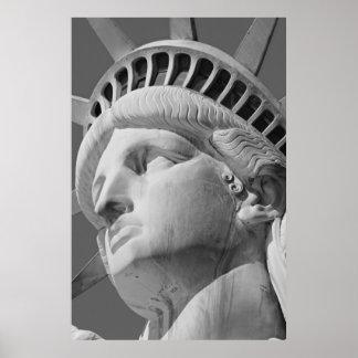 Estatua negra y blanca del primer del poster de la