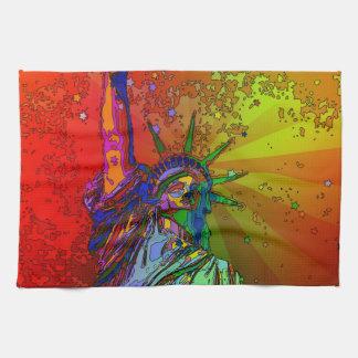 Estatua psicodélica del color del arco iris de NYC Toallas