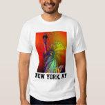 Estatua psicodélica del color del arco iris de NYC Polera
