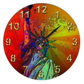 Estatua psicodélica del color del arco iris de NYC Reloj Redondo Grande