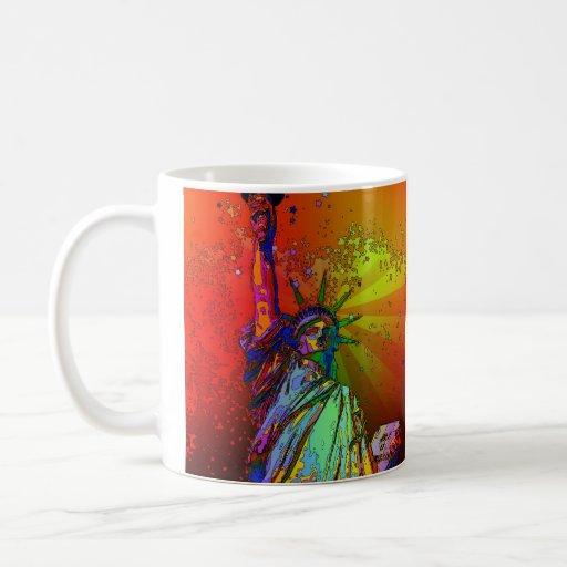 Estatua psicodélica del color del arco iris de NYC Taza Básica Blanca