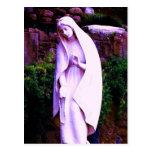 Estatua púrpura alterada del jardín del Virgen Mar