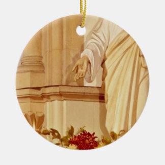 Estatua roja de Cristo con la palma abierta que mu Ornamento Para Arbol De Navidad