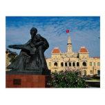 Estatua roja de tío Ho, flores de Ho Chi Minh Postal