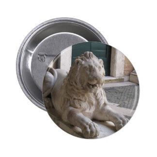 Estatua romana clásica del león pin