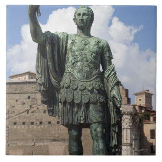 Estatua romana del emperador tejas