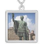 Estatua romana del emperador grimpolas
