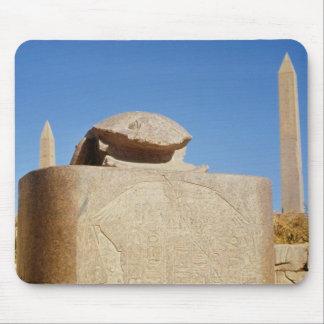 Estatua sagrada del escarabajo en el templo de Amu Tapetes De Ratón