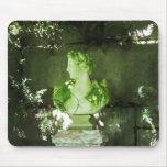 Estatua verde cubierta de musgo Mousepad Alfombrilla De Ratón
