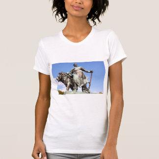 Estatuas del hombre y del león camisetas