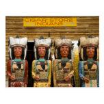 Estatuas del indio de la tienda de cigarro tarjeta postal