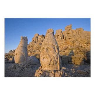 Estatuas principales colosales de dioses guardando impresión fotográfica