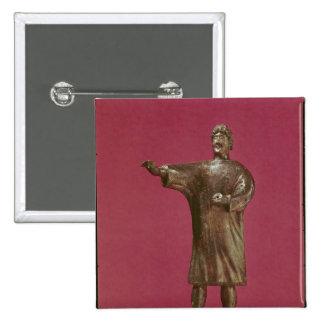 Estatuilla de un hombre que lleva un sagum pin cuadrado