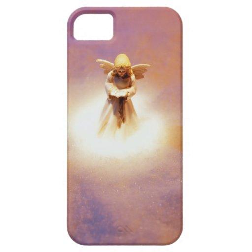 Estatuilla del ángel en nieve iPhone 5 Case-Mate carcasas