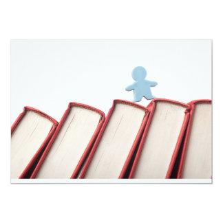 """Estatuilla en la espina dorsal de libros invitación 5"""" x 7"""""""