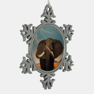 Estatura majestuosa adorno de peltre en forma de copo de nieve