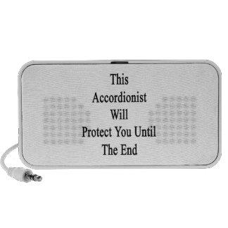 Este acordeonista le protegerá hasta el extremo iPod altavoz
