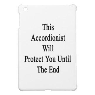 Este acordeonista le protegerá hasta el extremo