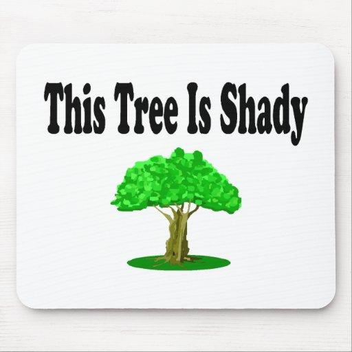 Este árbol es sombrío alfombrilla de ratón