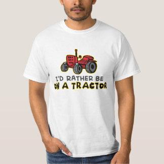 Esté bastante en un tractor playeras