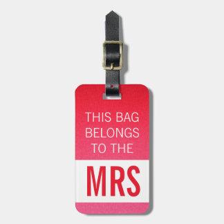 Este bolso pertenece a la señora rosa fuerte etiquetas de maletas