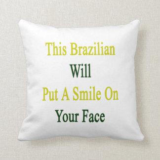 Este brasilen@o pondrá una sonrisa en su cara cojín decorativo
