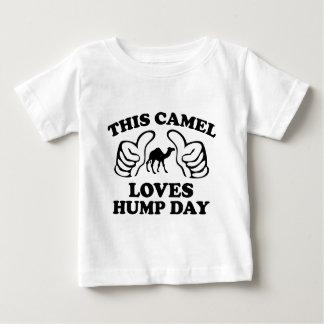Este camello ama día de chepa remeras