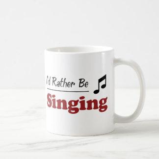 Esté cantando bastante tazas