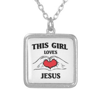 Este chica ama a Jesús Colgante Cuadrado