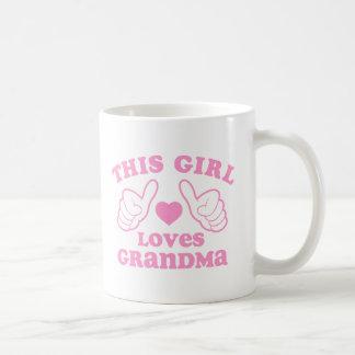 Este chica ama a la abuela taza clásica