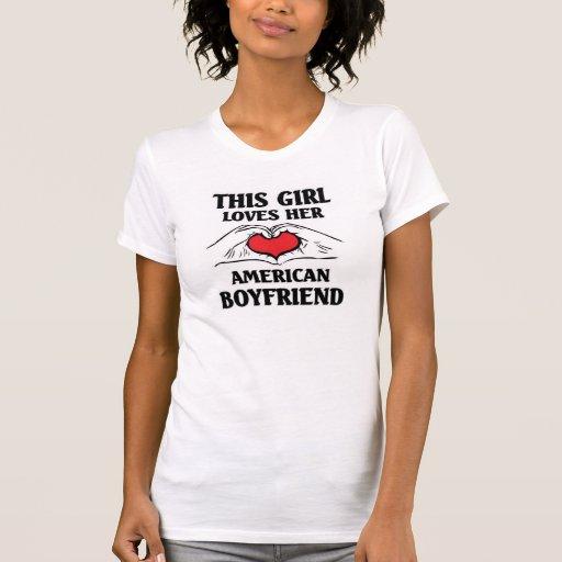 Este chica ama a su novio americano remera