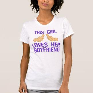 Este chica ama a su novio camisetas