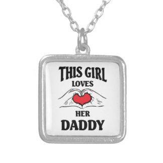 Este chica ama a su papá colgante cuadrado