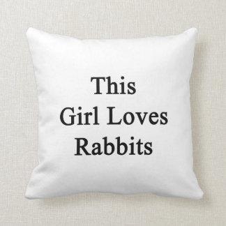 Este chica ama conejos cojín