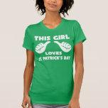 Este chica ama la camiseta divertida del día de St