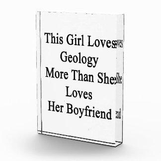 Este chica ama la geología más que ella ama a su