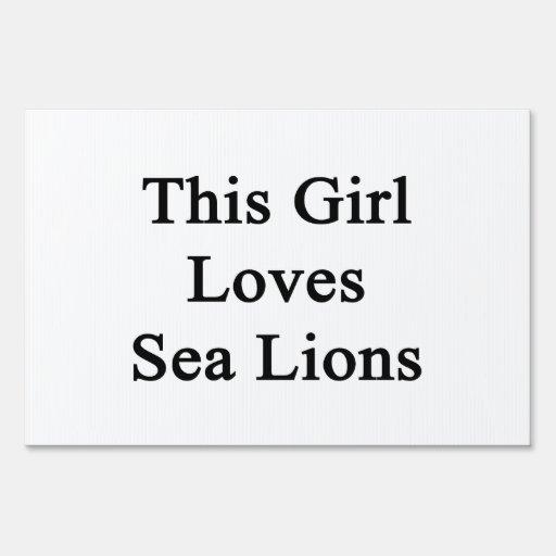 Este chica ama leones marinos