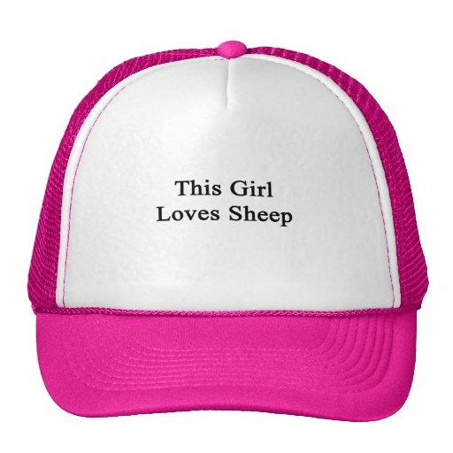 Este chica ama ovejas gorras de camionero
