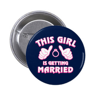 Este chica está consiguiendo casado pin redondo de 2 pulgadas
