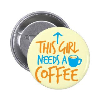 ¡Este chica necesita un café! diseño del combustib Pin Redondo De 2 Pulgadas